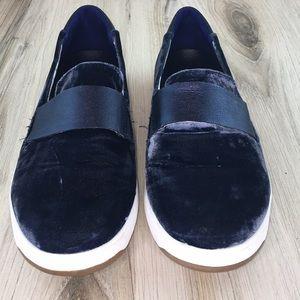 Tommy Bahama Velvet Relaxology Loafers